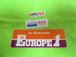 3 Autocollants RADIO FM  EUROPE1 ... BFM 96.4 ...EUROPE 2 94.8  MUSIC WEST PETITS MODELES !!!!... Neuf Non Décollé - Stickers