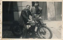 I46 - N° 34 - Moto - Un Bien Belle Machine Prête à Partir - Automobiles