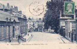 08. MEZIERES.  CPA . PLACE D'ARMES ET L'HOTEL DE VILLE. ANNEE 1924 - Charleville