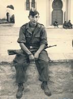 I46 - N° 45 - MILITARIA - Guerre D'Algérie - En Patrouille, La Pause - Lot De 2 Photos - War, Military