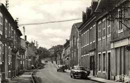 Cpsm Petit Format ROSSELANGE (Moselle ) La Grand'Rue Voitures Peugeot  403 203 Commerces RV - France
