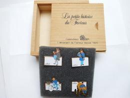 Beau Coffret En Bois De 4 Pin's , La Poste PTT , Calendriers Oller , ATTENTION , Pas D'envoi Hors De France - Postwesen