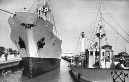 OUISTREHAM   = Cargo Dans Les écluses  ....393 - Ouistreham