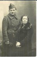 Carte Photo D'un Soldat Du 19° Régiment D'infanterie Avec Son épouse, Guerre 14 - Guerre 1914-18
