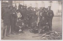 CARTE PHOTO - RUSSIE ? - : MEMBRES DE LA CROIX ROUGE RUSSE PENDANT LA GRANDE GUERRE DE 1915 ? - RARE ? -** 2 SCANS **- - Croix-Rouge