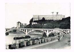 Le Pont Hesbaye-Condroz,le Pont Et La Collégiale.Vélos. - Huy