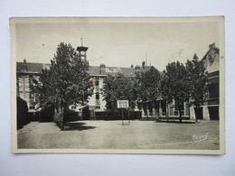 Vierzon, école Nationale Professionnelle, Cours D'honneur - Vierzon
