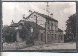 Carte Postale 59. Bauvin  La Gare Très Beau Plan - France