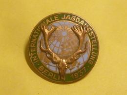 Allemagne 1937 - Insigne De L'Exposition Internationale De Chasse à Berlin - Duitsland