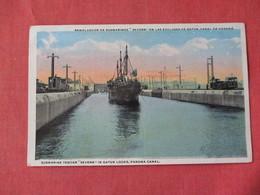 "Submarine Tender ""Severn In Gatun Locks Panama Canal - Ref 3154 - Oorlog"