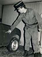 CORSE  CORTE Decembre 1984 ( Photo Originale )  La Gendarmerie A été Mitraillée     DIM 18cm/24cm - Lieux