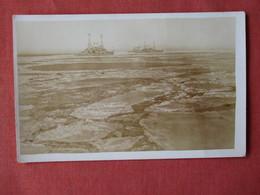Ships  In Icy Water Ref 3155 - Oorlog