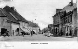 CPA De RONCHAMP (Haute-Saône) - Grande Rue. Vernie. Edition P. Thouvenot. Circulée En 1907. Bon état. - Autres Communes