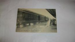 C.P.A  Noir Et Blanc Saint Dizier Inondation 20 Janvier 1910 Arrivée Du Train En Gare - Gares - Avec Trains