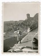 Portrait D'une Femme Posant Devant Une Moto, Luxembourg 1934. Photo Sortie D'un Album D'un Voyage En Euro - Photos