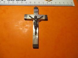 CROIX En Nacre Et Argent ++ De 8 Centimetres Delong,avec Anneau Pour Faire Pendentif - Religion & Esotérisme