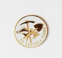 Pin's EQ Ventre à Terre Blaireau Renard - 18A - Badges