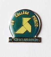 Pin's Un Collège Public à Chateaubourg Ille Et Vilaine - 18A - Badges