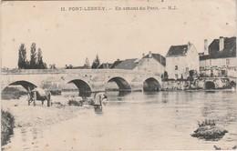 """CPA 1921 / PORT-LESNEY 39Jura / """"En Amont Du Pont"""" / Lessive à La Rivière - Andere Gemeenten"""