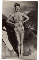 Tarjeta Postal De Mujer En Playa - Artistas