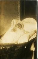 8756 Photo Post-mortem D'un Bébé - Enfant Mort, Dead Child, Baby   ?  -  Vers 1900/1910  - Sujet Rare - - Antiche (ante 1900)