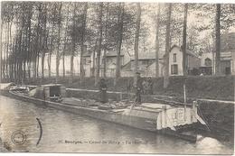 18 Bourges Canal Du Berry Un Chaland - Bourges