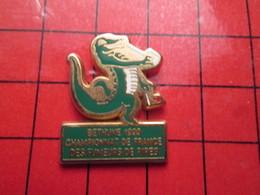511d Pin's Pins / Beau Et Rare : ANIMAUX / BETHUNE CROCODILE CHAMPIONNAT FUMEURS DE PIPE Pas Tailleuses Hein !! - Animaux