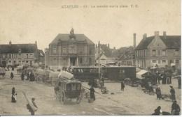 Etaples - Le Marché Sur La Place ( Belle Carte Animée ) - Etaples