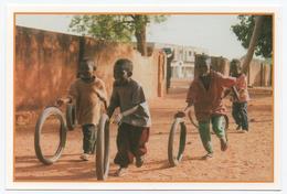 """N°26 - Qui Va Gagner La Course ? Jeux D' Enfants. Solidarité """" Mouvements """" Bamako MALI. - Jeux Et Jouets"""