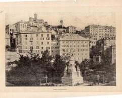 Italie :Genes Piazza Acquaverde (reproduction De Photo Ancienne En Noir Et Blanc De 20 Cm Sur 27 Cm) - Photographie