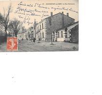 CARTE POSTALE 17 ROCHEFORT SUR MER LA RUE NATIONALE VOYAGEE - Rochefort