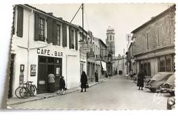 CPSM - SAINT PIERRE - Une Rue Animée - Saint-Pierre-d'Oleron