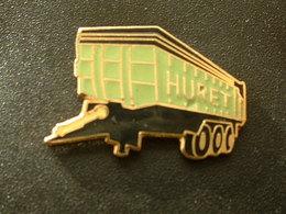 Pin's AGRICULTURE - REMORQUE DE TRACTEUR HURET - EMAIL - Pins