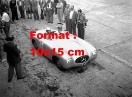 Reproduction D'une Photographie Ancienne D'une Mercedes 300 SL Spider à Un Grand Prix En 1952 - Reproductions