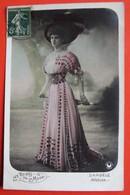 REINES De La MODE - DARGELE Artiste Théâtre ATHENEE Femme Chapeau Photo MANUEL - Mode