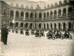 PHOTO ORIGINALE  L.A.P.I.  LIBERATION DE PARIS  MOTOCYCLETTES FORMAT  23 X 17.50 CM - War, Military