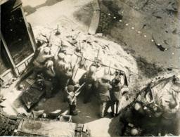 PHOTO ORIGINALE  L.A.P.I.  LIBERATION DE PARIS   FORMAT  23 X 17.50 CM - War, Military