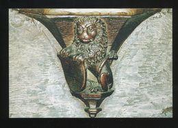Flavigny Sur Ozerain (21) : Eglise Saint-Genest - Stalles. Miséricorde : Lion Tenant Un écu : Force Et Prudence - Francia