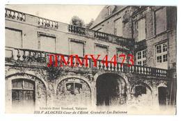 CPA - Cour De L' Hôtel Grandval - Les Italienne - VALOGNES 50 Manche - Edit. Librairie Henri Brochard Valognes N° 552 - Valognes
