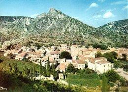 Saint Guilhem Le Desert Vue Pittoresque Du Vieux Village Dominé Par Le Chateau Du Geant 1978  CPM Ou CPSM - France