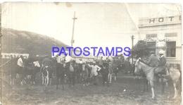 107315 URUGUAY PIRIAPOLIS DTO MALDONADO COSTUMES PEOPLE A HORSE BREAK PHOTO NO POSTAL POSTCARD - Uruguay