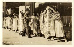 Hawaii, HONOLULU, Lei Vendors, Girls Street Sellers (1920s) RPPC - Honolulu