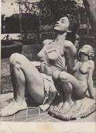 PHOTO ORIGINALE ( 13X18)  La Statue Et Son Modele TONY SEVEN Etoile D Hollywood Va Eposer Le Senateur WARREN MAGNUSON - Identified Persons