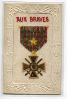 """CARTE BRODEE MILITARIA  """" Aux Braves """" Croix De Guerre écrite 18 Juillet 1919     D02 2019 - Brodées"""