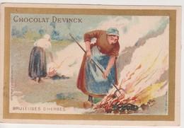 26814 Chromo Chocolat Bonbons  DEVINCK Bruleuses D'herbes Fermiere Feu - Chocolat