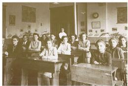 Ampsin. Institut Saint Pierre. Une Classe De L'école Ménagère Avant 1940 - Amay