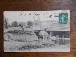 """FRETIGNEY.HAUTE SAONE.70.CPA.""""entrée Du Village"""".animation-lavandières. - Other Municipalities"""