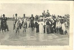 Les Saintes Maries De La Mer Pelerinage Du 25 Mai Gardians Et Gitanes Pendant La Benediction De La Mer - Saintes Maries De La Mer