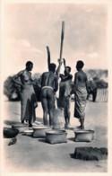 A.E.F. - Fabrication De La Farine  - L'Afrique Qui Disparait (Photo: C.Zagourski , Léopoldville) N ° 139 - Cartes Postales