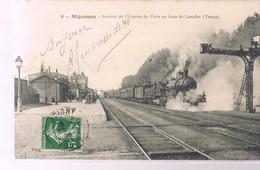 MIGENNES . Arrivée De L'Expresse De Paris En Gare De Laroche . - Migennes